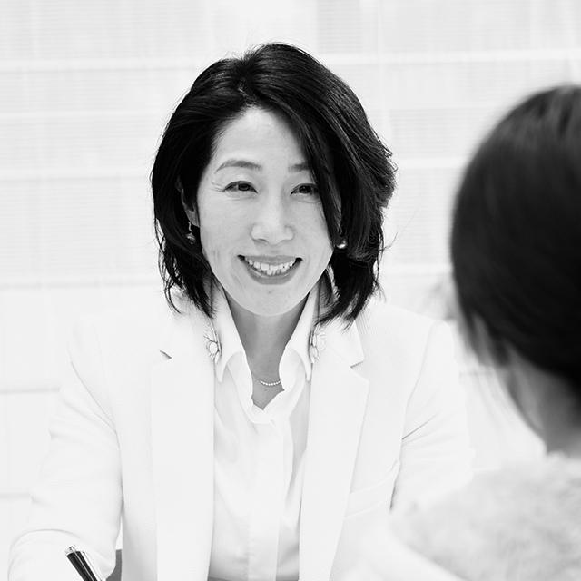 藤井聡子さん(52歳)のお仕事は「外資系金融の会社員、キッズコーチ」
