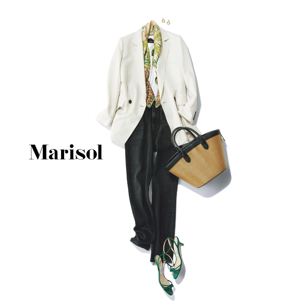 40代ファッション  白ジャケット×スカーフ×黒デニムパンツコーデ