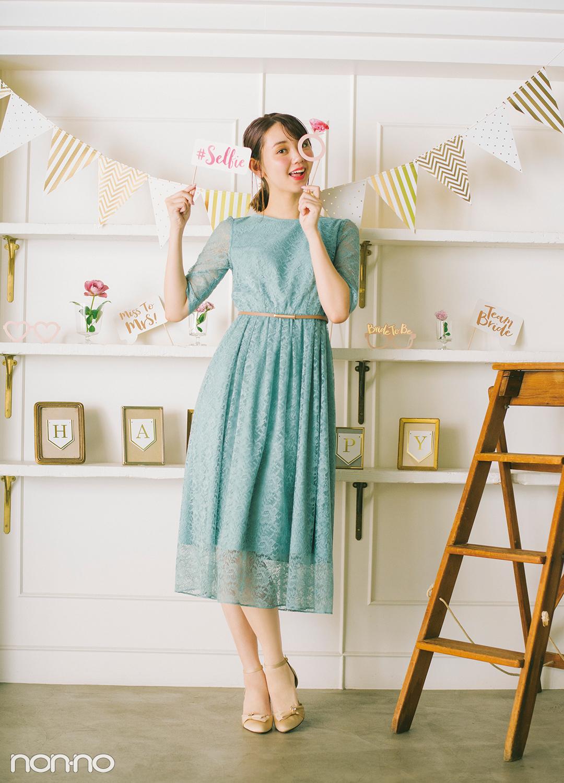 花柄レースが全身をふわりと包むドレス。トレンドカラーのグリーン