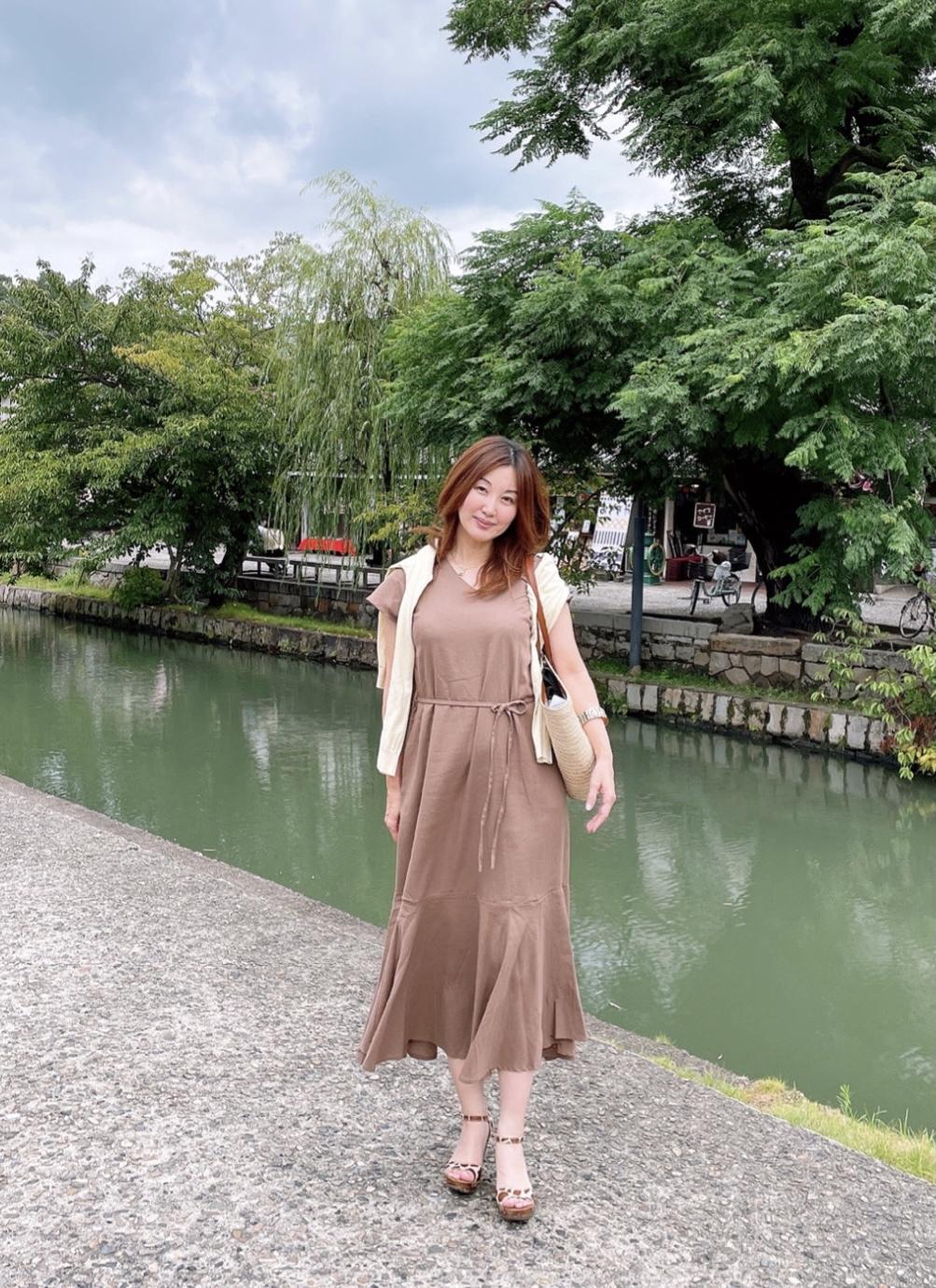倉敷川沿い女性