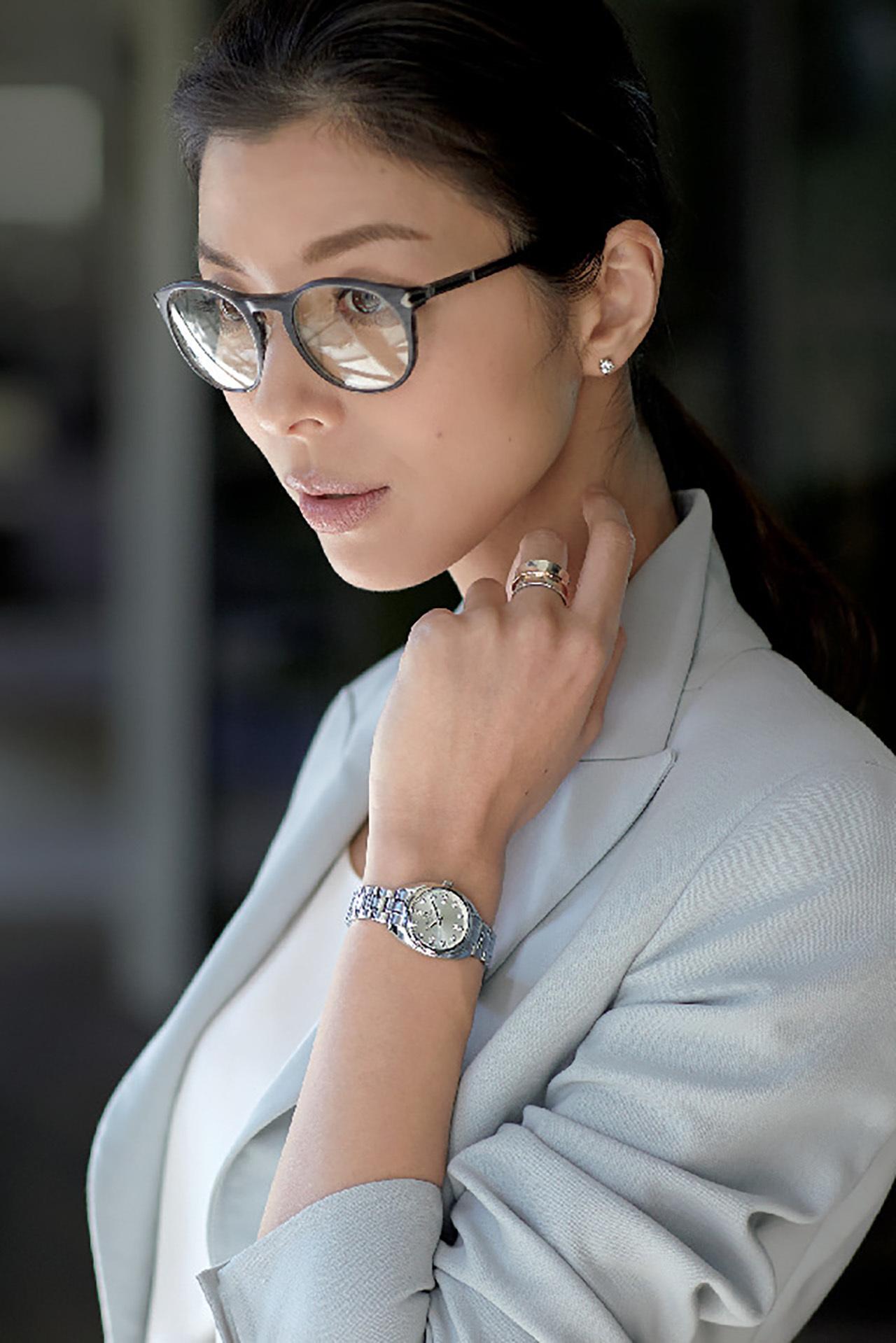 ビジネス服には本格派時計と女らしい時計を効かせて 五選_1_1-3