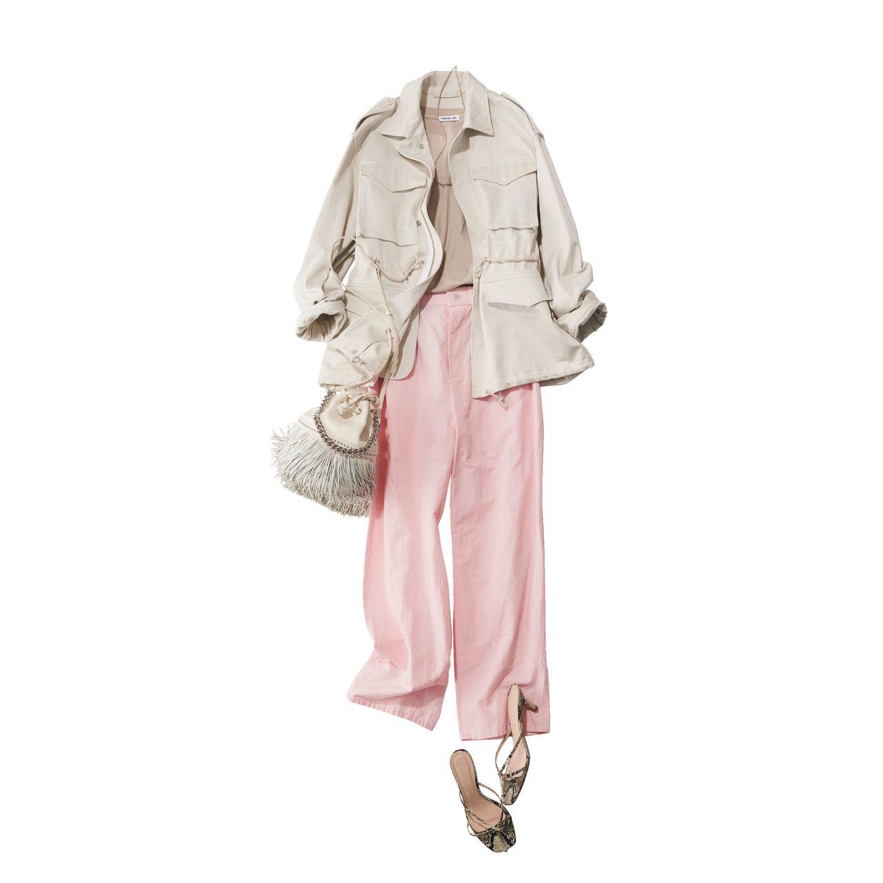 ■ベージュのサファリジャケット×淡ピンクのパンツコーデ