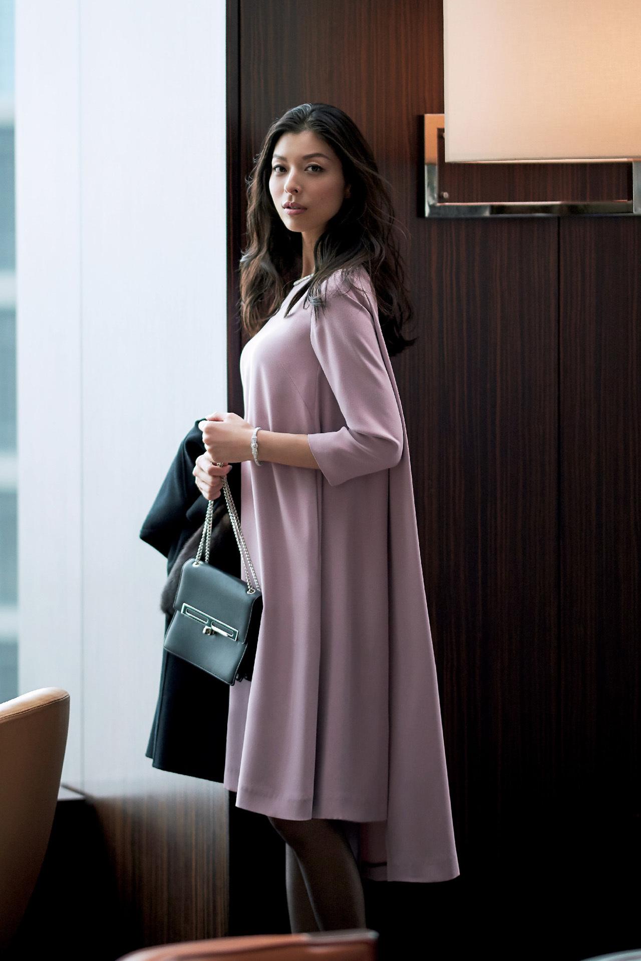 品のあるフェミニンワンピースで、好感度の高い同窓会ファッションに 五選_1_1-2
