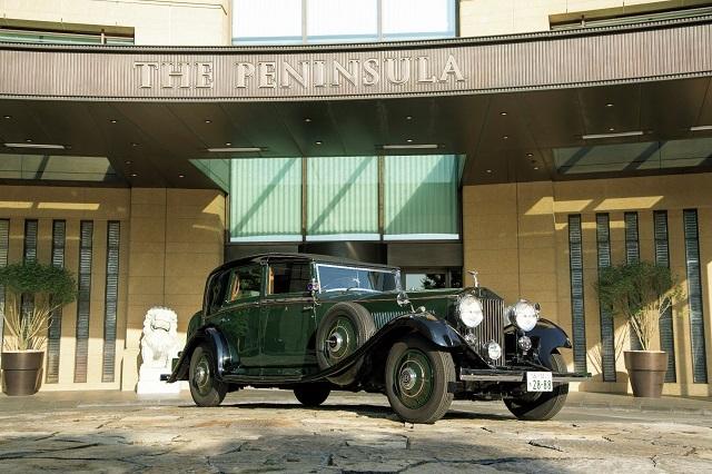 1934年製ロールス・ロイスの後部座席でホテル周遊ドライブ