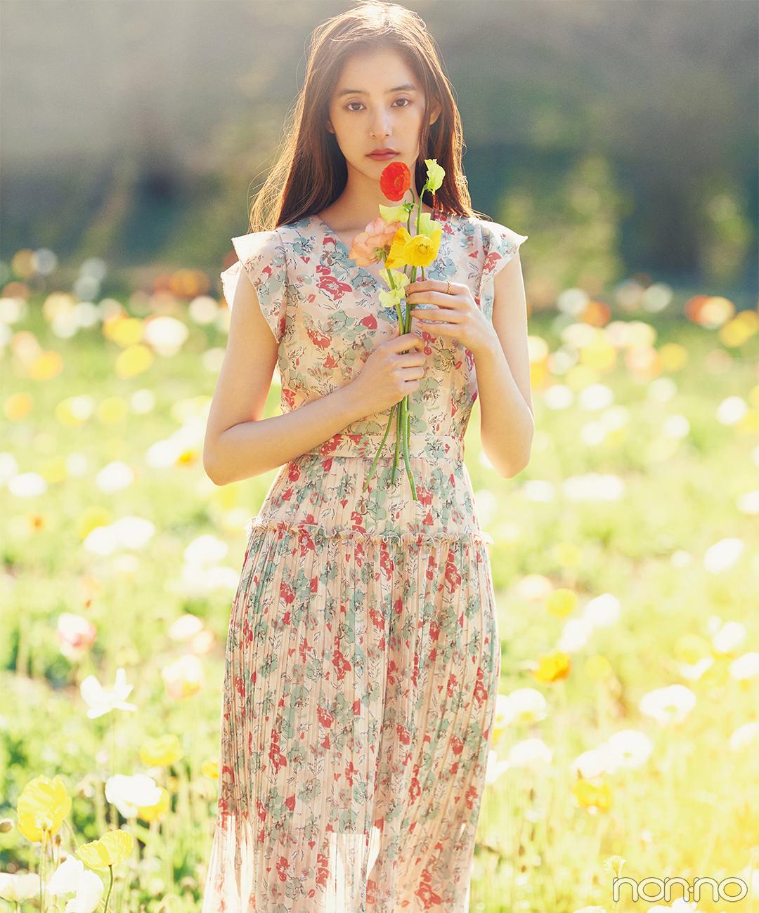 新木優子は透け感のあるアーティなワンピースで可憐に【毎日コーデ】
