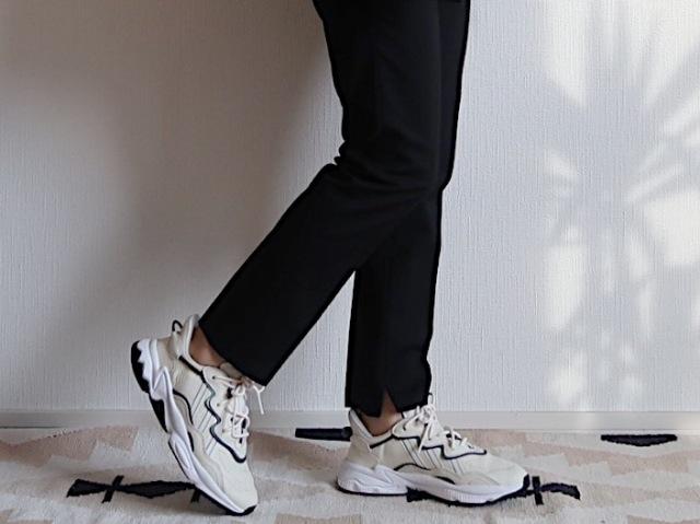 【adidas】白レザーのきれいめハイテクでスニーカーコーデを更新_1_2