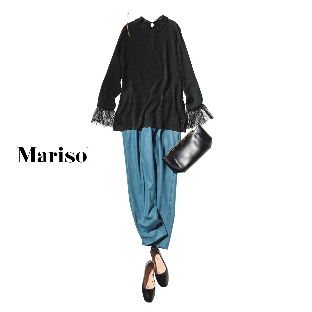 40代ファッション 黒レースブラウス×ブルーパンツコーデ