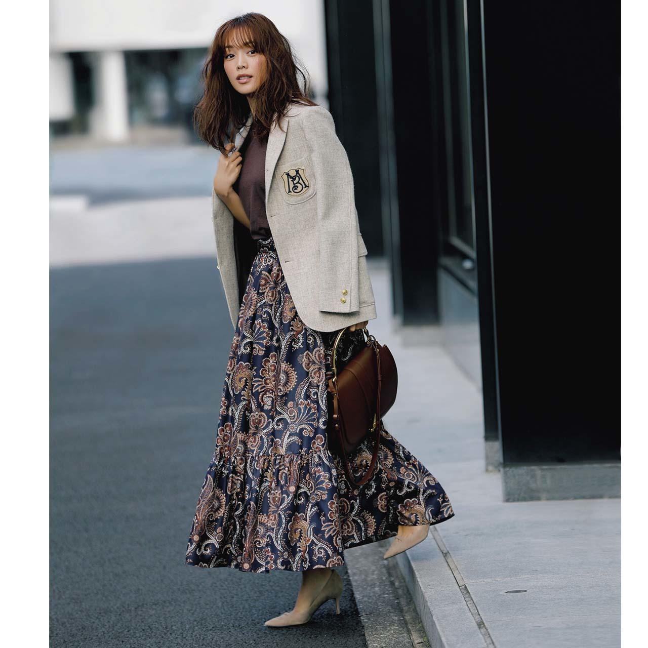 ジャケット×柄スカートの上品フェミニンコーデ