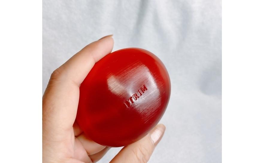 イトリンのフェイシャルクリアソリッドソープはルビーのような赤い色が美しい