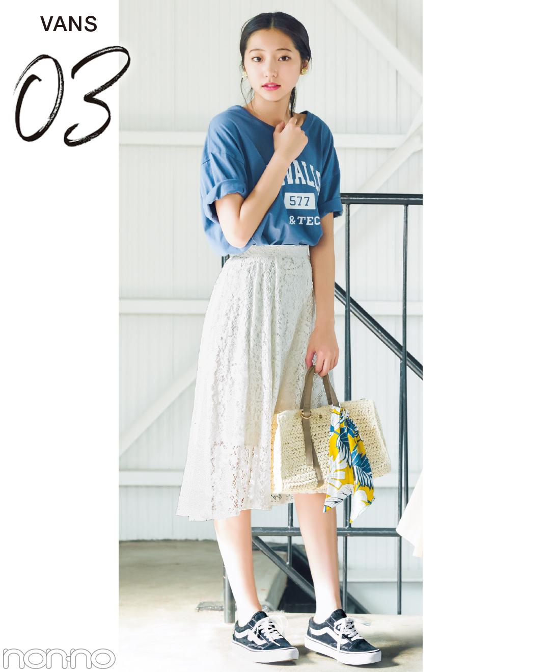【夏のTシャツコーデ】武田玲奈は、Tシャツ×ふんわりスカート×スニーカーで甘辛コーデ