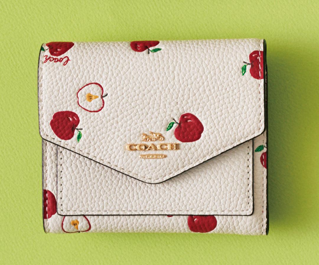 コーチのミニ財布、今買うなら限定アップル柄♡ 【20歳からの名品】_1_2-4