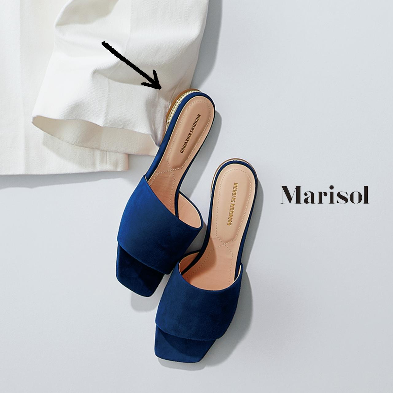 40代ファッション ロイヤルブルー パールサンダル