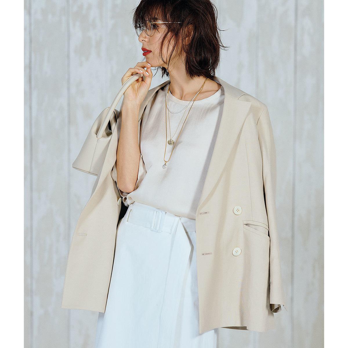 オーバーサイズのテーラードジャケット×スカートコーデ