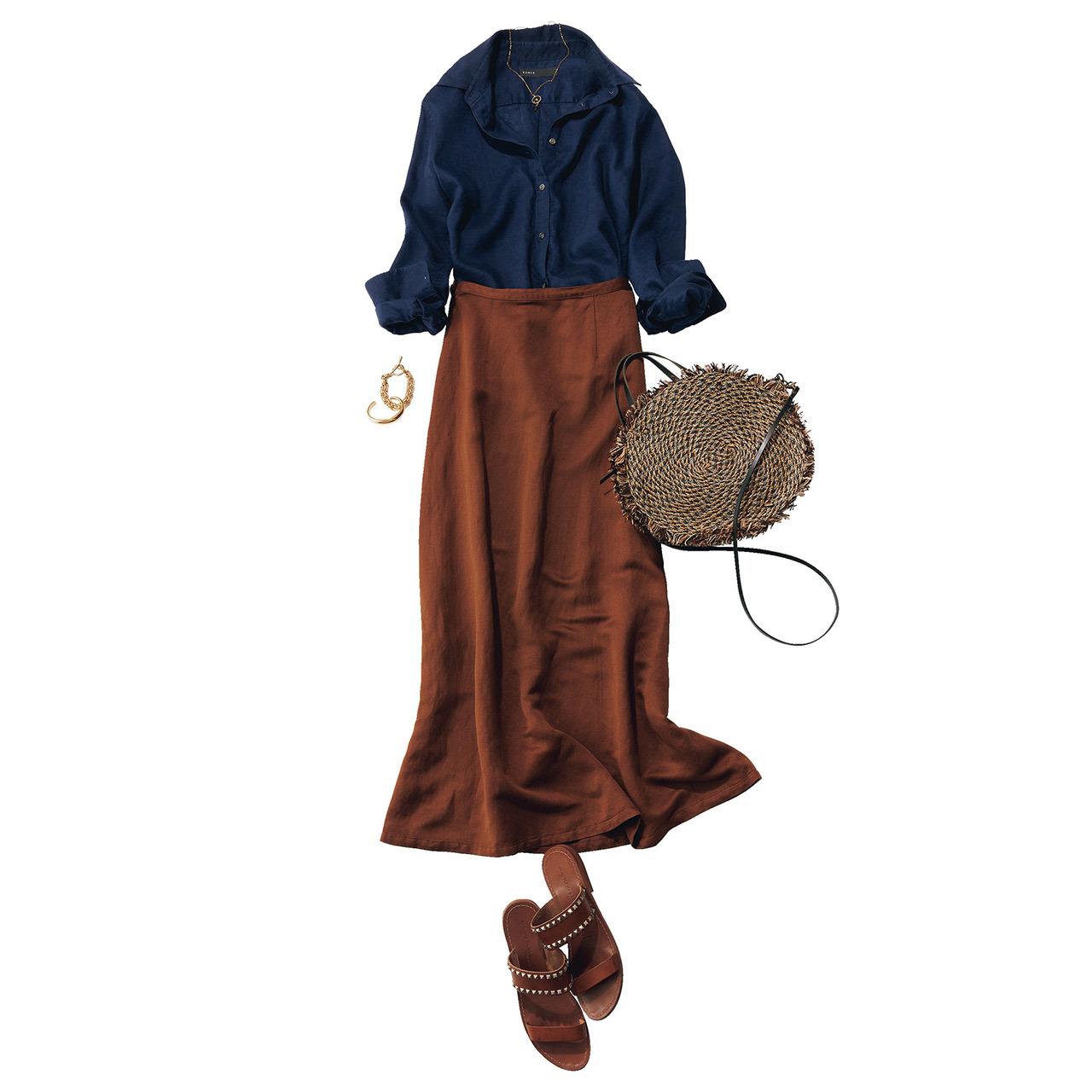 ネイビーシャツ×ブラウンスカートのメリハリ配色コーデ