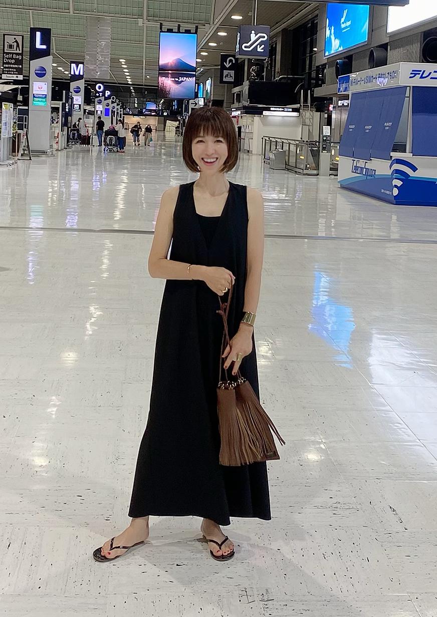 ZARAのシンプルなブラックドレス