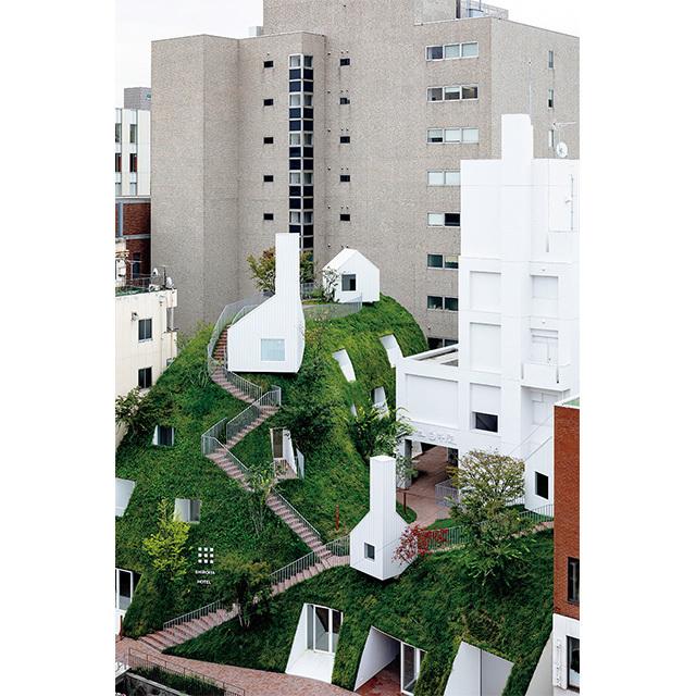 右がヘリテージタワー、左がグリーンタワー。個室サウナやショップも備える。