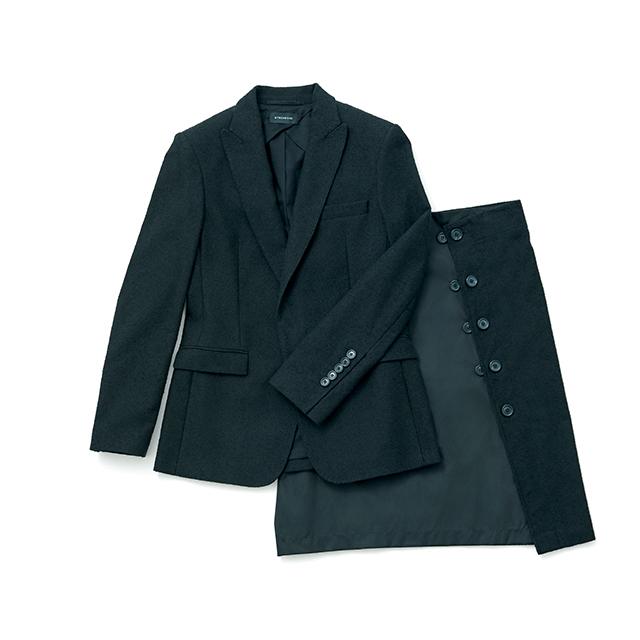 美しいシルエットで魅せるジャケットとボタン使いがさりげなくモードなスカート