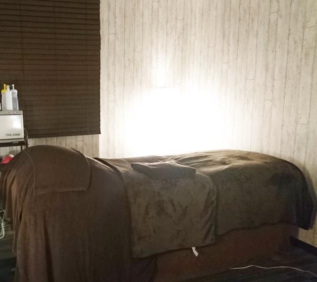 この絶妙なカーブ!の心地良いベッドで施術して頂きます♪