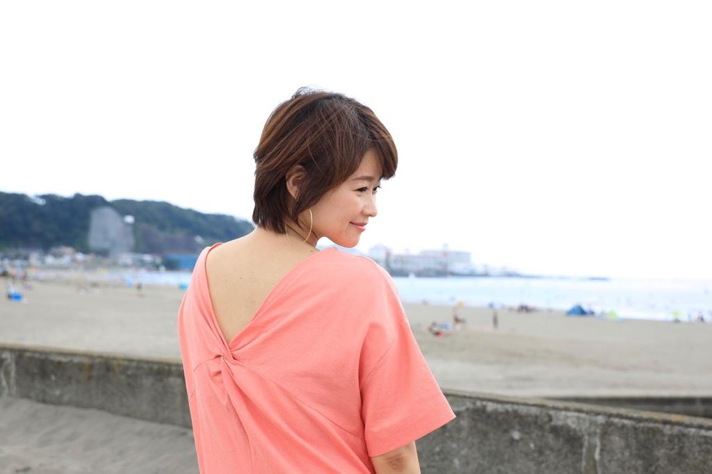 幸せ感あふれるコーラルピンクのワンピース_1_3