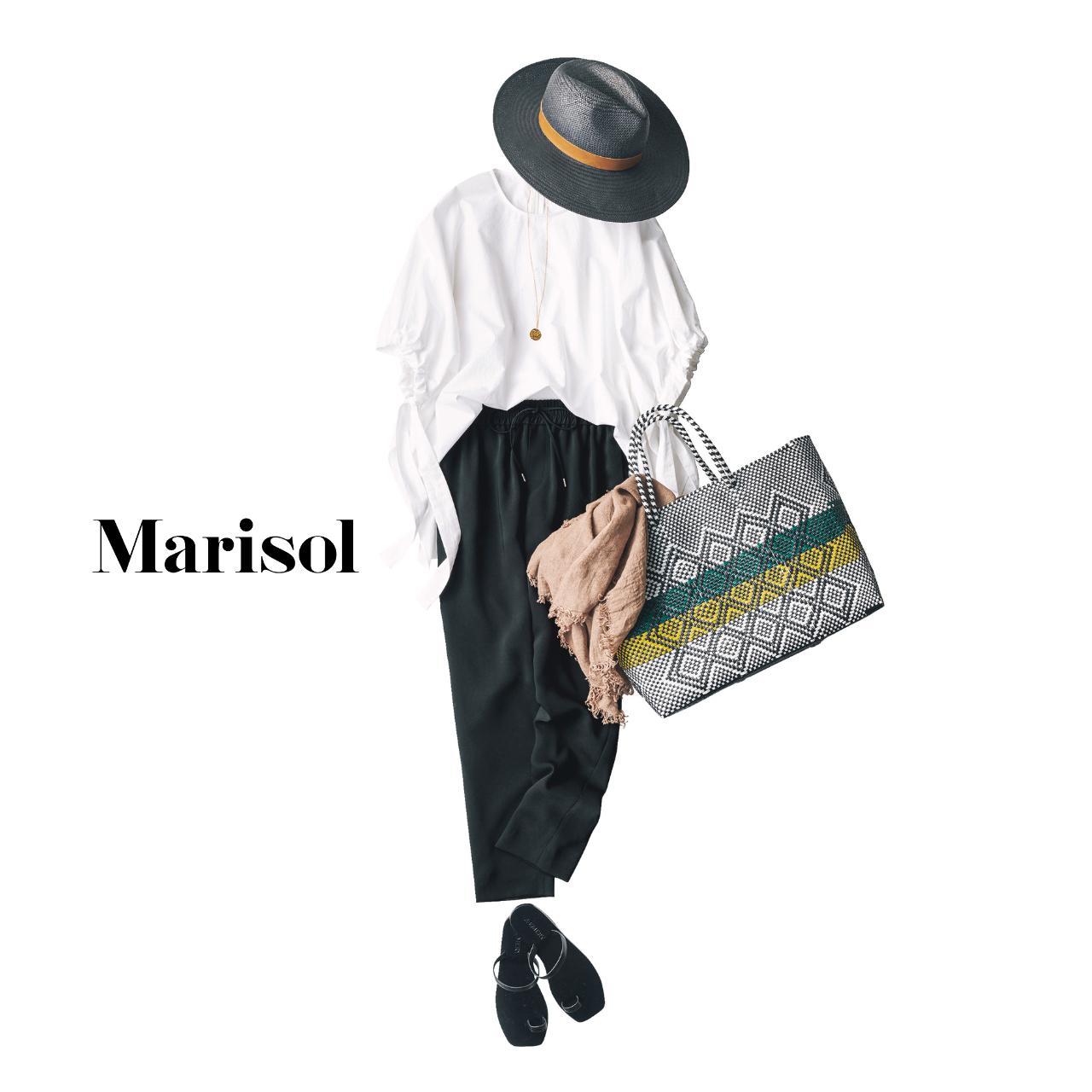 40代ファッション  白ブラウス×黒パンツ×黒ハット コーデ