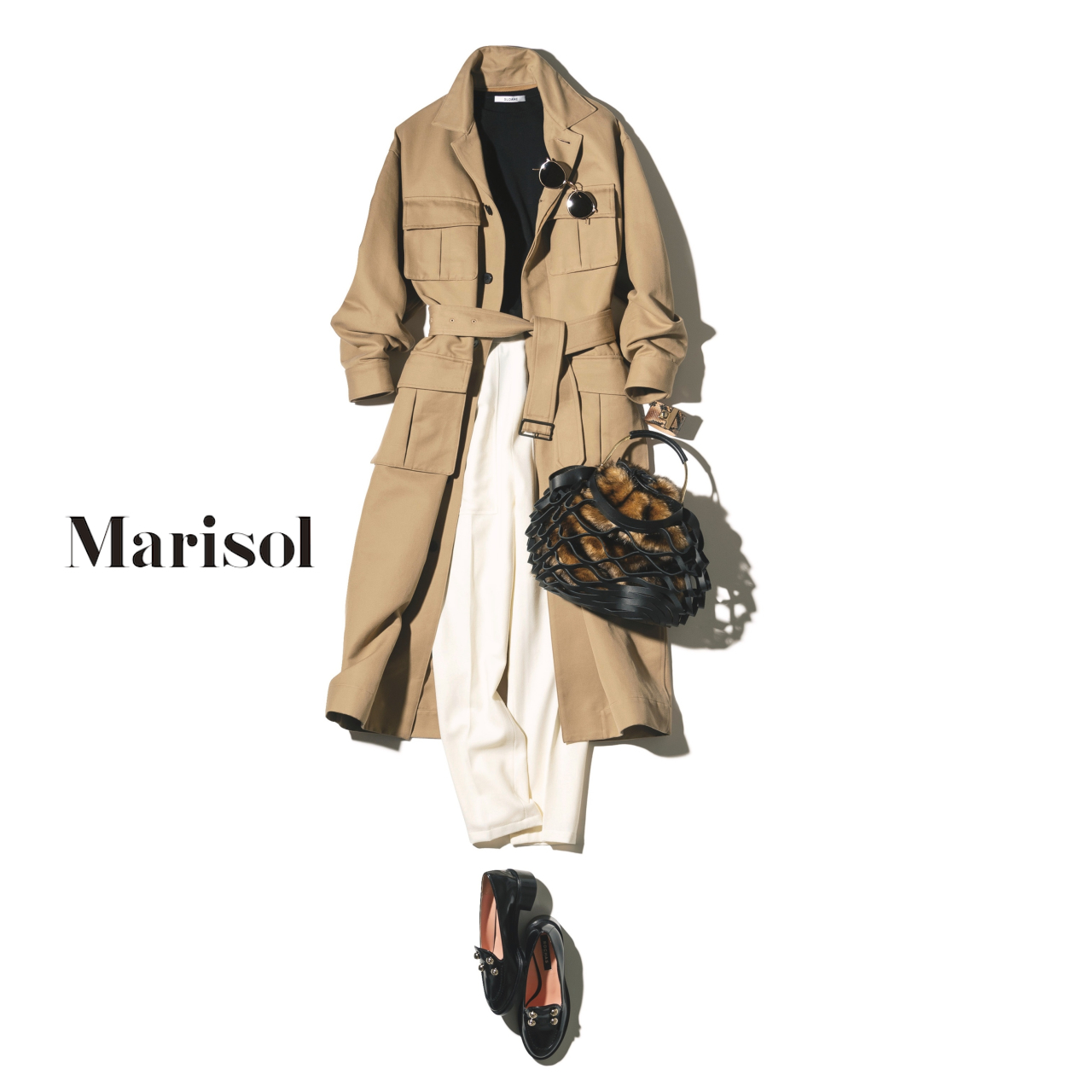 40代ファッション ベージュコート×白パンツ×黒ニットコーデ