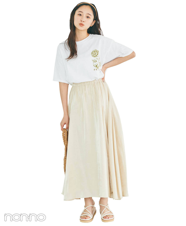 堀田真由のプチロゴTシャツ×Aラインスカートコーデ1