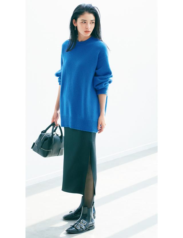 """小柄さん""""におすすめ長方形スタイル 流行のボリュームニットには柔らか素材のタイトスカートを"""