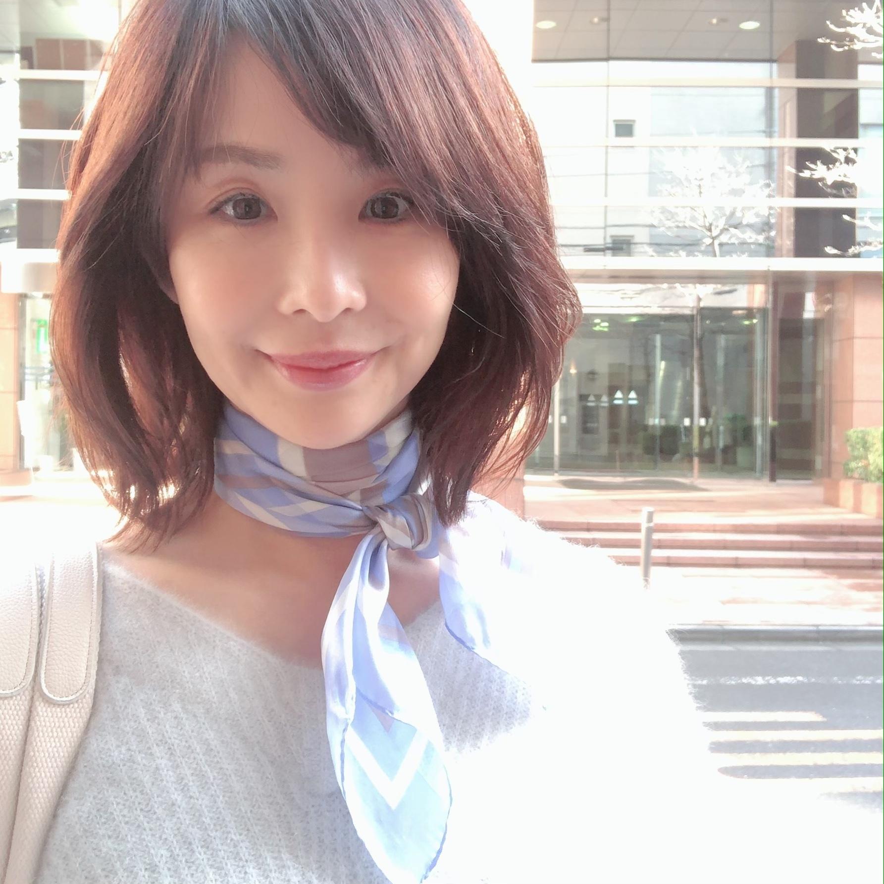 季節の変わり目に♡大活躍の「スカーフコーデ」_1_2