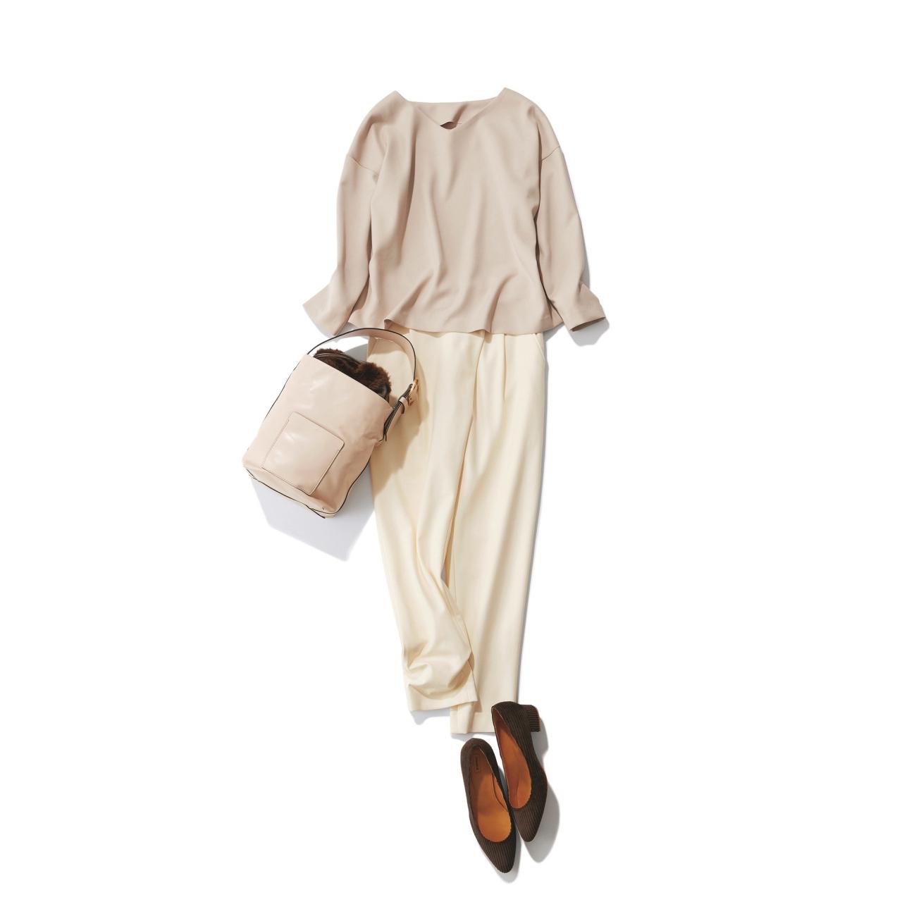ベージュブラウス×アイボリー色パンツのファッションコーデ