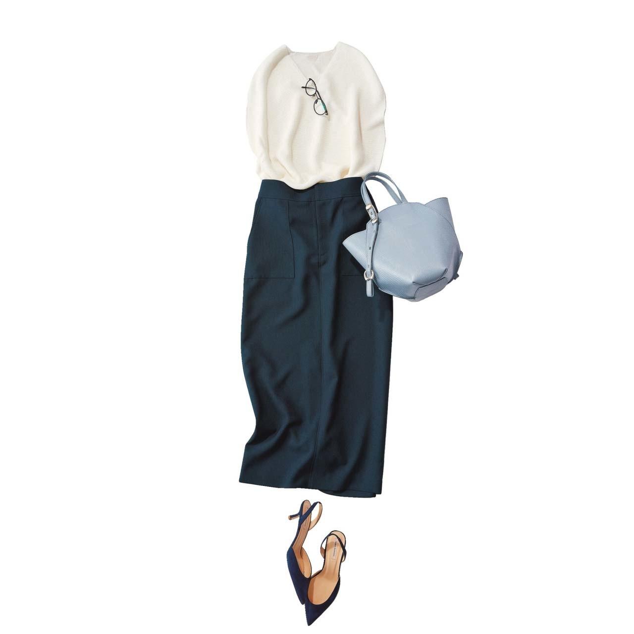 白ニット×ネイビーのタイトスカートコーデ