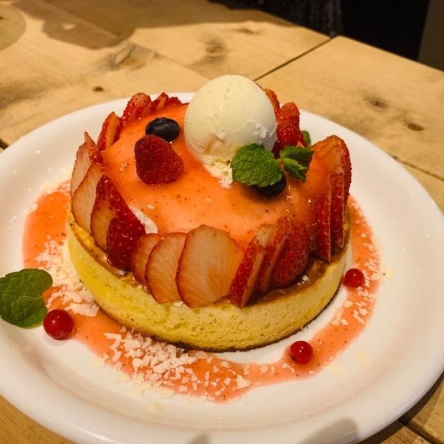 """""""天使のクリーム"""" いちごのレアチーズパンケーキ"""