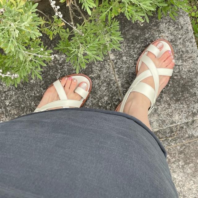 今年の夏は、足もとに白を選ぶぜいたくを。_1_3-1