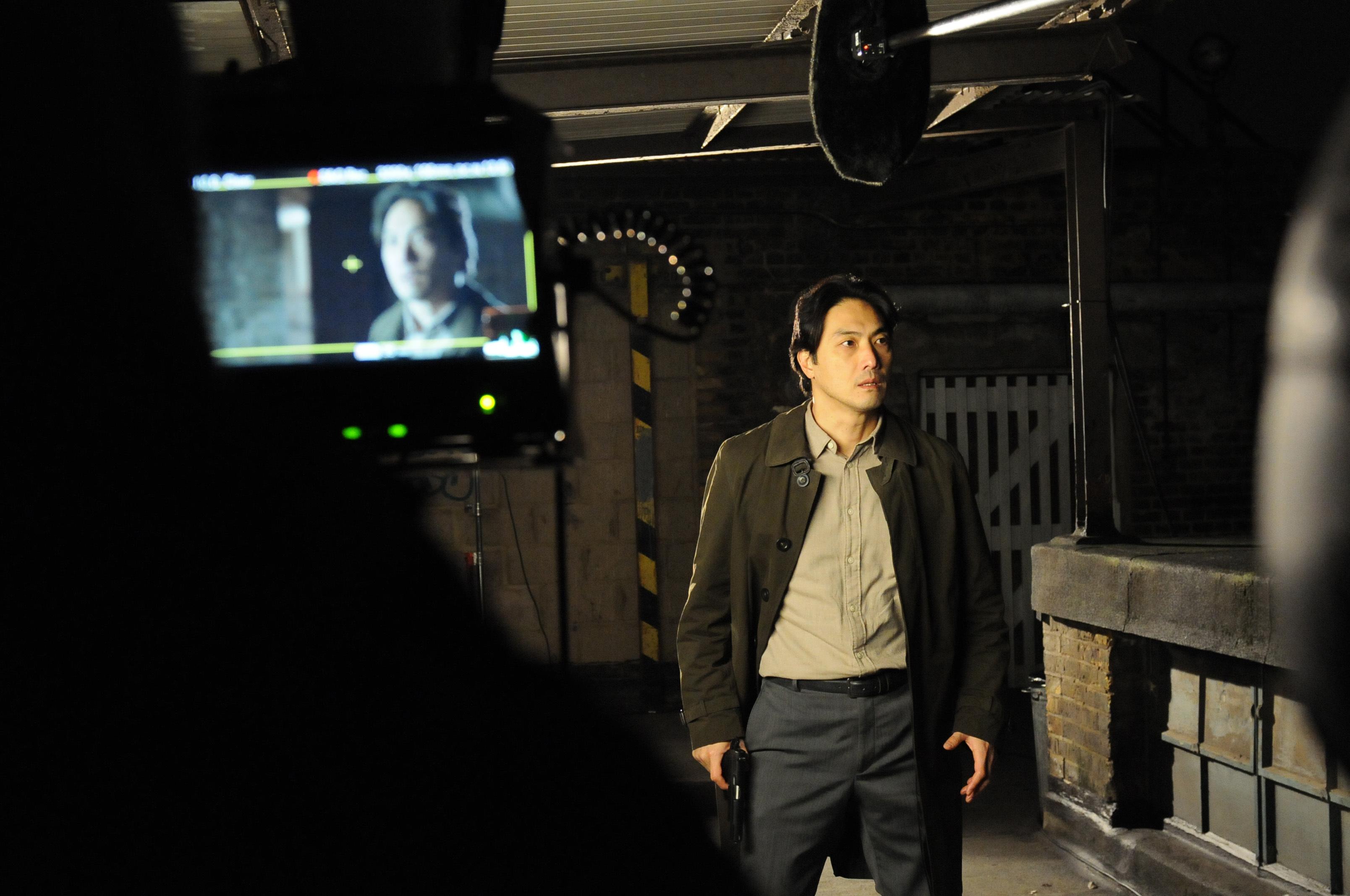 ハマること必至の英国ドラマ「Giri/Haji」。平岳大さん、厳寒ロンドンでの撮影は……。_1_2