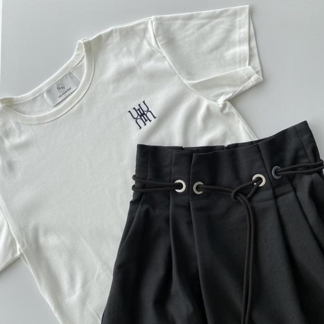 40代にベストなロゴTシャツとは? 大人に似合う夏の最旬ロゴTシャツコーデまとめ|美女組Pick up!_1_8