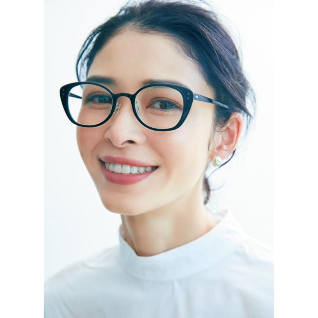 """""""小柄さん""""の冬服 顔まわりルール メガネ+(プラス)ちびピアス"""