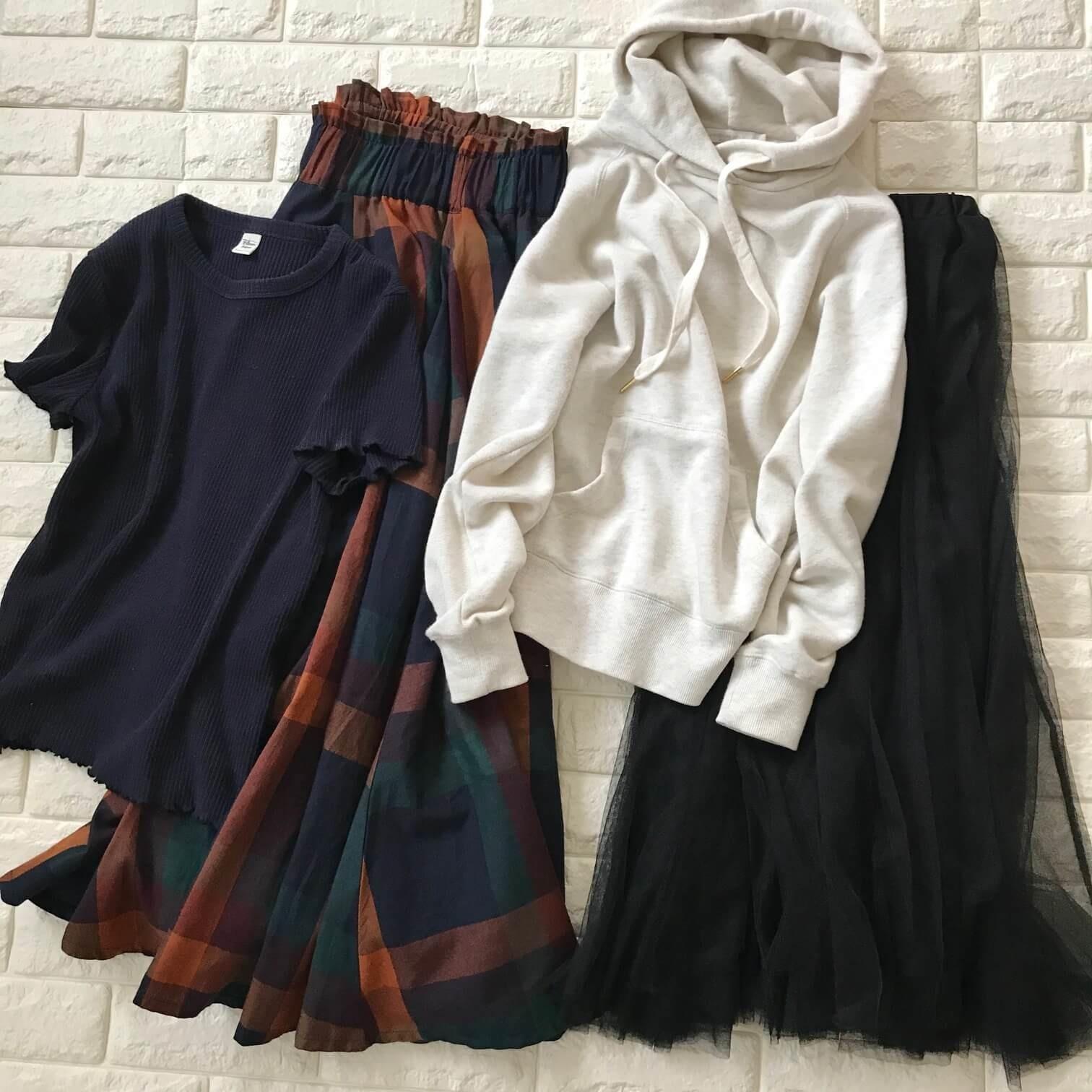 ティップトップのスカートと春用のトップスを合わせた画像