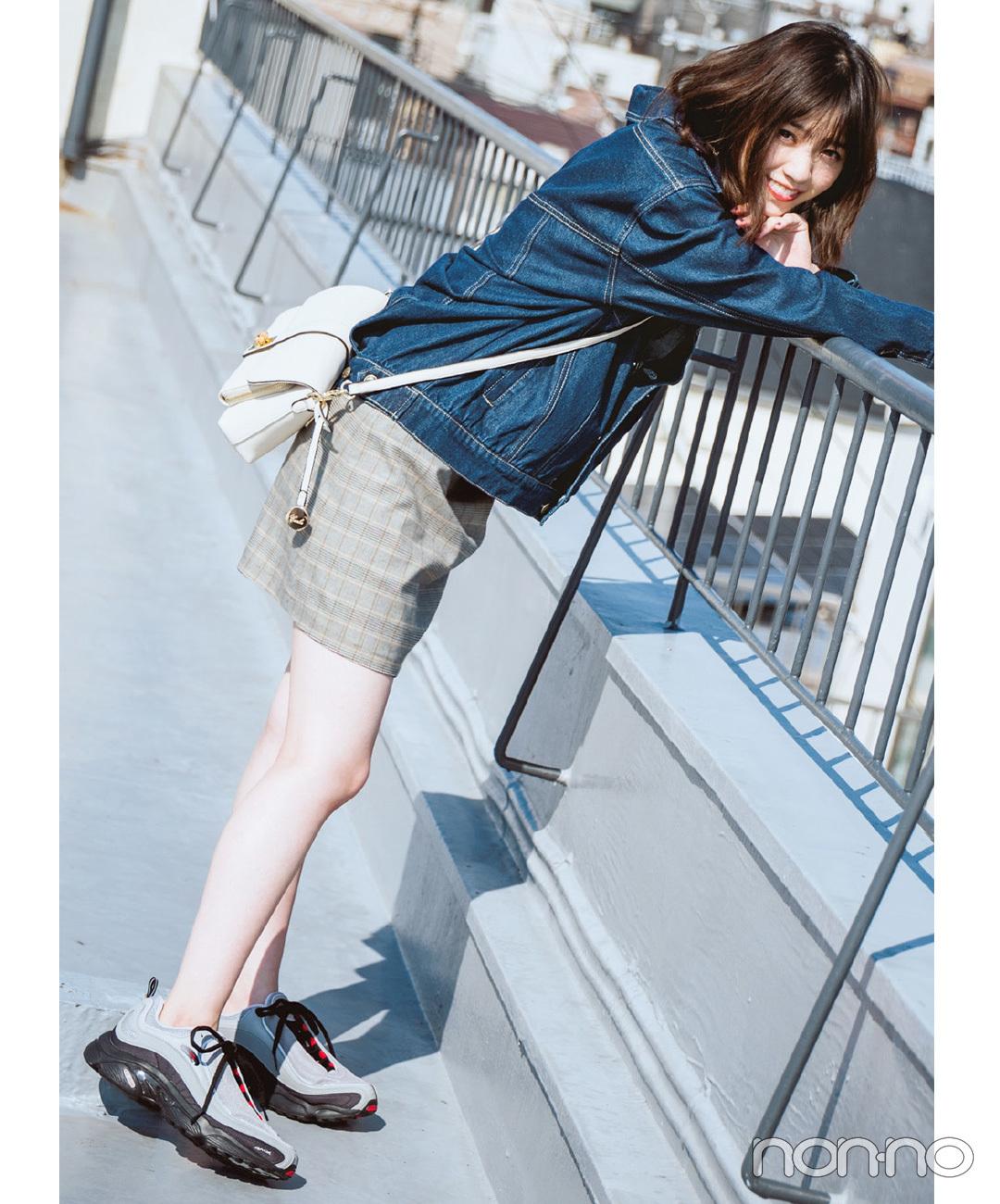 【台形ミニスカートコーデ】ミニ×スニーカーの甘カジバランスはウケ◎