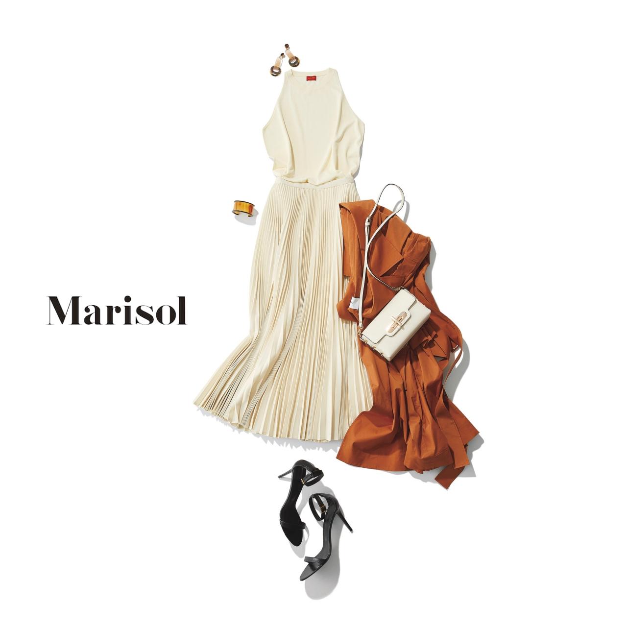 40代ファッション 白トップス×白プリーツスカートコーデ