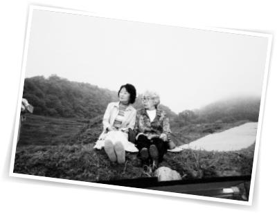 母・あぐりさんと。母が90代後半になると海外旅行を国内旅行に。写真は湯布院にて。