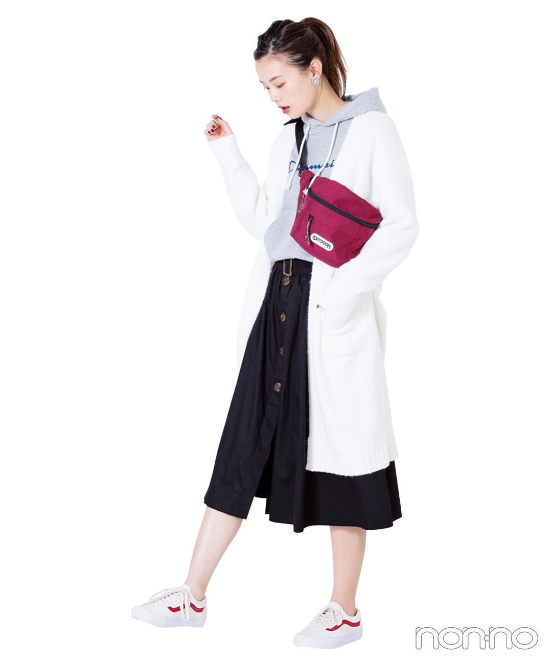 【GUのニットガウン】白ガウン×黒スカートのモノトーンコーデ