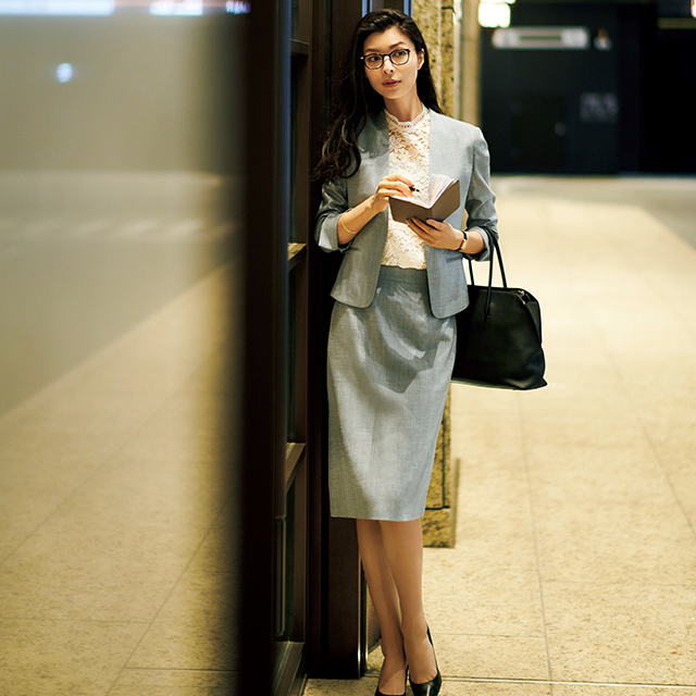 涼軽スーツ×高機能白パンツは夏の必需品!清涼感を意識した「出張コーデ」 五選_1_1-3
