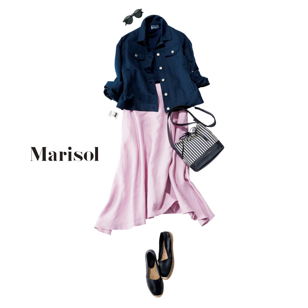 ネイビージャケット×ピンク色スカートコーデ