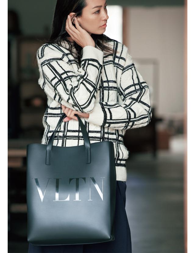 ヴァレンティノ ガラヴァーニのバッグ「VLTN」
