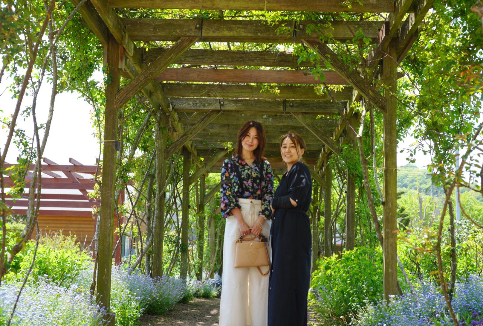 お気に入りトップスにGU白デニムで熊山英国庭園へ ~勿忘草~_1_10