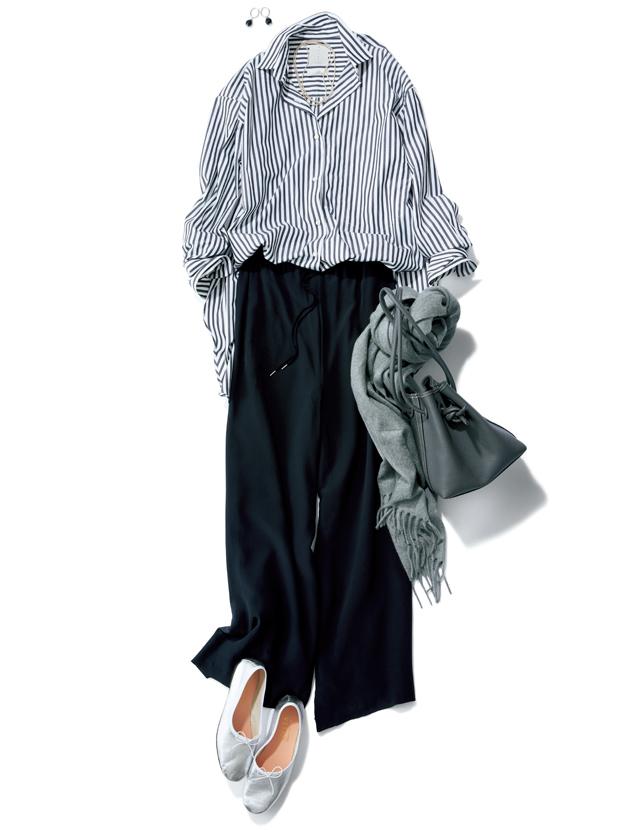 ストライプ柄のロング丈シャツとセミワイドパンツのコーデ