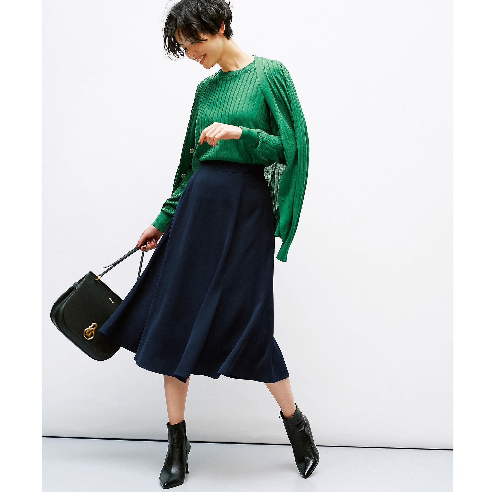 手持ちの【フレアスカート】は旬のグリーンとコーディネート