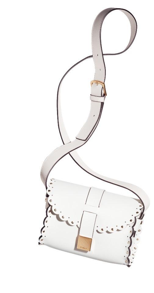 フルラの上品ホワイトバッグで、大人の可愛げ&カッコよさ_1_1