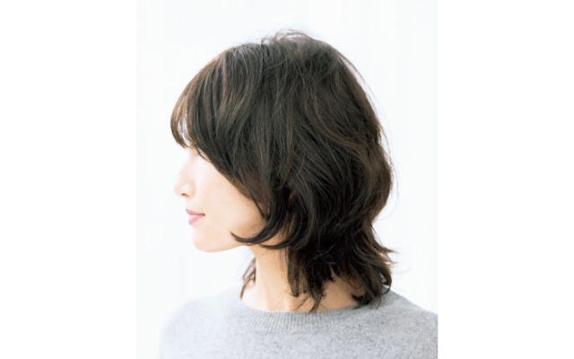 前髪で顔だちをやわらか印象にするボブスタイル