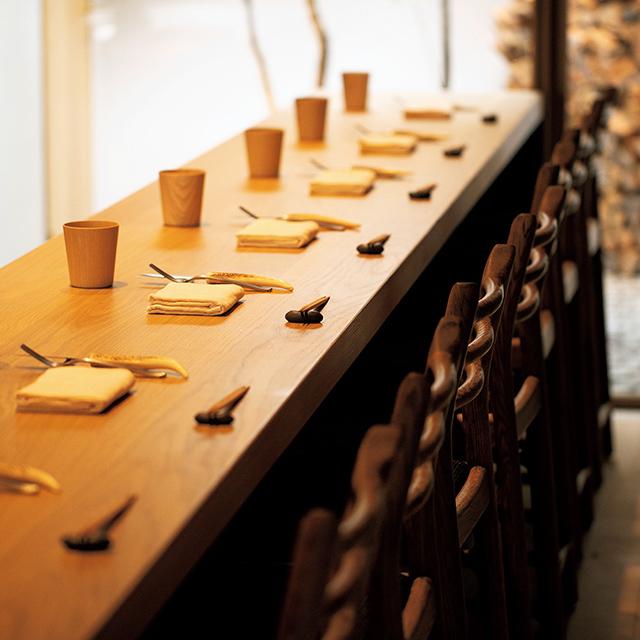京都の東山にあるレストラン「ルーラ」のテーブル