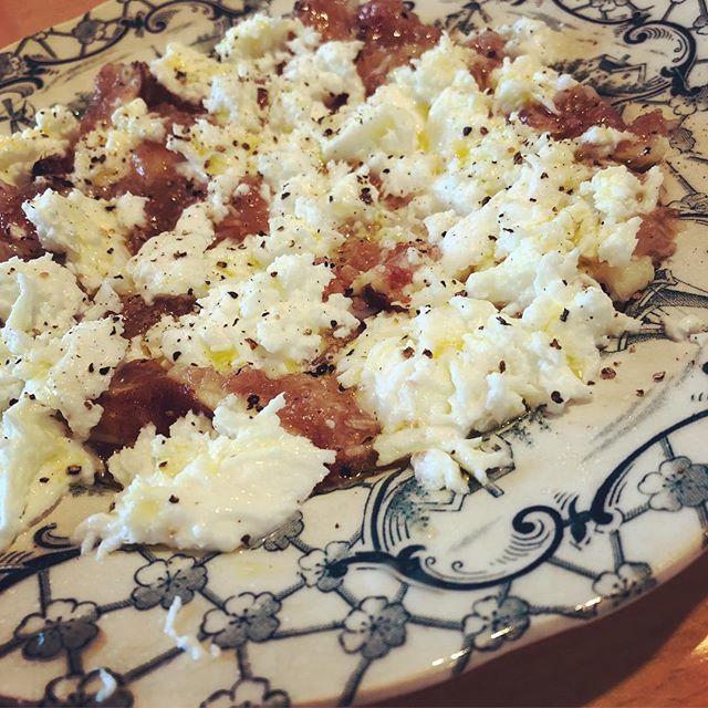 休日の朝ごはんにぴったり!ちぎって並べるだけの簡単「いちじくとモッツァレラのサラダ」_1_1